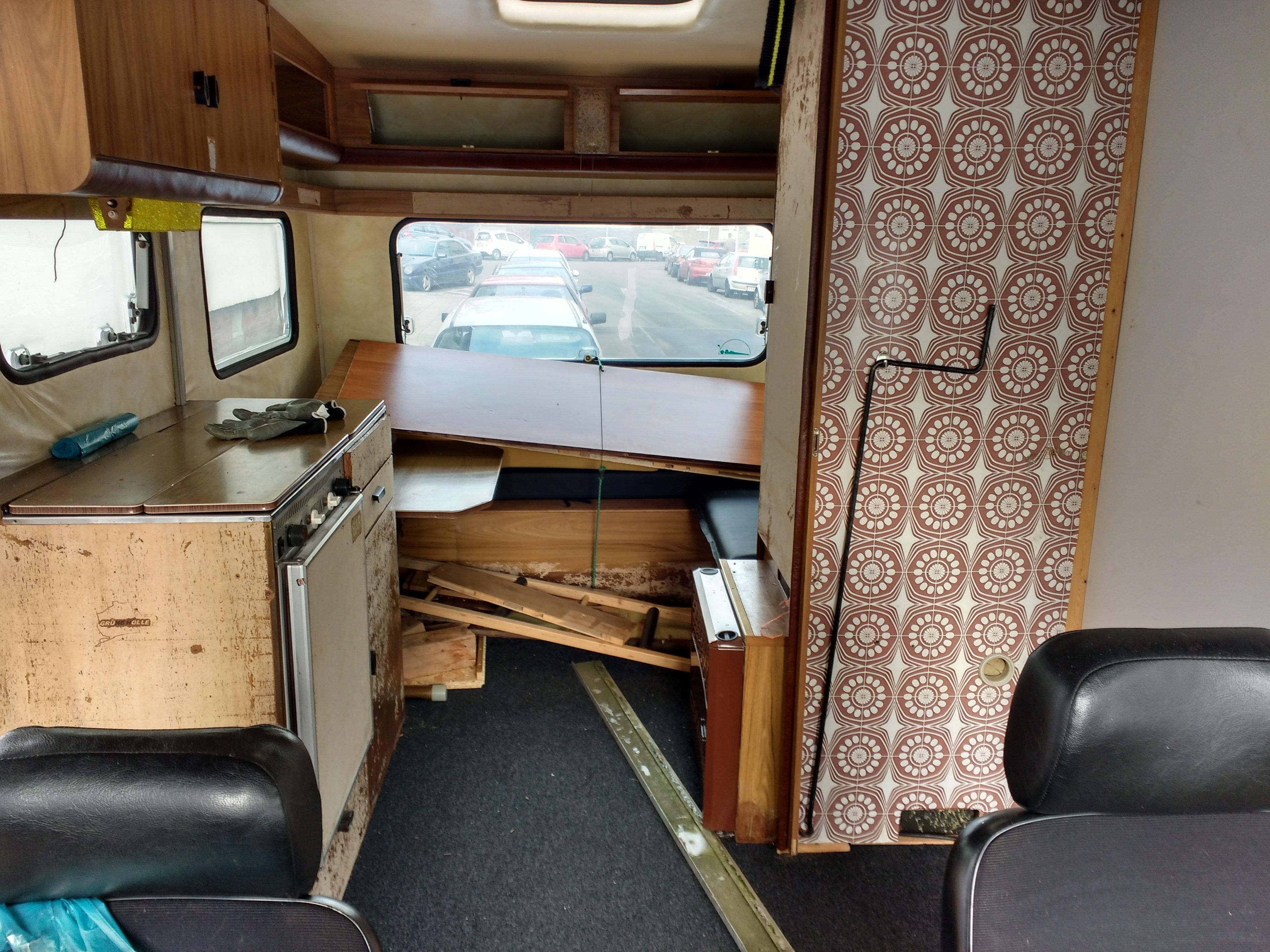 wohnwagen innen streichen wohnwagen innen renovieren ausbau fr ihr wohnmobil oder ihren. Black Bedroom Furniture Sets. Home Design Ideas